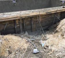 Passage des tuyaux à remblayer