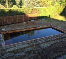 Piscine terminée (depuis plusieurs mois!) - construction de la terrasse autour.