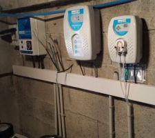 Coffret electrique, electrolyseur, pompe pH et PAC, le trou c'est pour le volet roulant