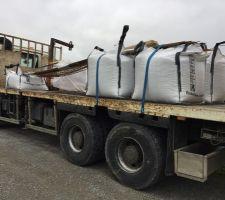 Ferraille et sac de beton arrivés