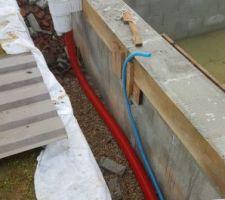 Mise en place tuyau semi rigide en direct sur les skimmers.
