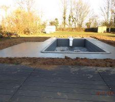 Terrase contour piscine