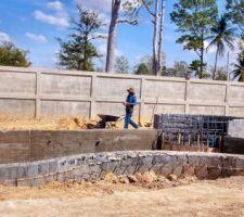 Après décoffrage du mur du bassin.