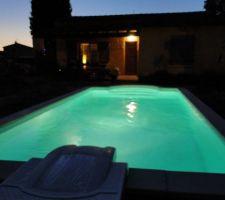 Ah, ma petite piscine devant la maison le soir venu ...