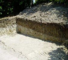 Terrassement terminé (2 jours et demi en raison de la difficulté d'accès et de la terre très dure au fond, ils ont du utiliser un brise roche).