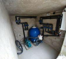 Plomberie du local terminée, reste juste à sortir des 2 canalisations pour la pompe à chaleur. Filtre 75cm au verre recyclé, canalisations 63, pompe ESPA Blaumar S2 S2 150-29 M 25m3/h (un poil trop grosse)