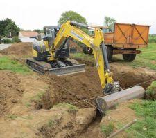 Début du chantier sur le trou avec une pelle de 8 tonnes