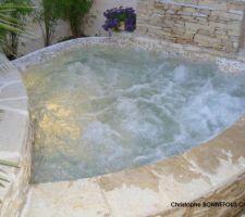 Spa b ton d bordement les photos de la piscine for Spa beton debordement
