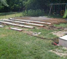 Coffrage et béton pour venir accueillir notre futur terrasse et plus urgent le pool house avec local technique.