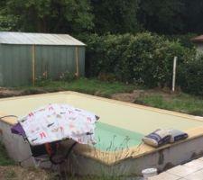 Le remplissage continue même qd il pleut ! aspirateur protégé avec parasol et toile cirée