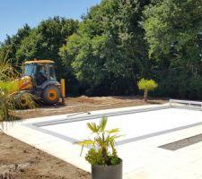 Le terrassement du jardin prend forme !