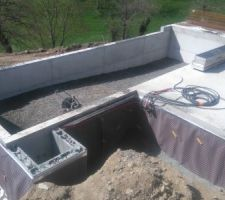 Remblaiment du bassin en 0/31.5 compacté composé d'une pente douce allant de 1.20m à 1.60m