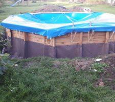 Protection de la partie enterrée ... plus qu'à attendre la livraison du remblais