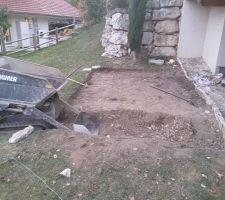 C'est parti pour creuser...a la pioche et au mini dumper