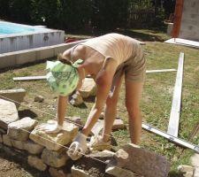 La spécialiste des murs en pierres
