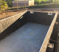 Pieux de stabilisation en fond de piscine