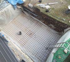 Fini de creuser.maintenant on ferraille avant de couler le radier Dessous: 10cm de gravier 7-20 sur geotextile