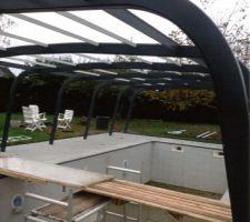 Vue des arceaux de soutien des panneaux de toit et en meme temps glissieres pour les panneaux latéraux autre point de vue