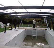 Vue avec panneaux de toit surtous les arceaux supports