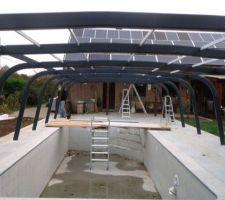 Vue des arceaux supports sans panneaux de toit