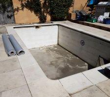 La piscine avant, après nettoyage du polystyrène etc au Karsher