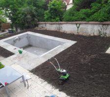 Je retrouve un jardin après quelques brouettes de terre et un peu de motoculteur
