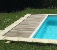 Voila actuellement ma piscine avec ses margelles et le plancher pour le coffre du volet roulant