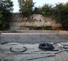 Mise en place du coffrage de l'arase avant de remplir les 39 mètres de bloc bancher. Le transat aussi est déjà en place!