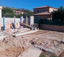 Attaque de la construction du local technique par l'équipe de M.COJAN D / Société de maçonnerie EIRL MGC