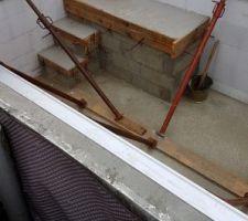 Le banc et l'escalier