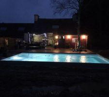 L'éclairage à led blanc donne un aspect féérique la nuit :)