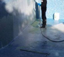 Les grands moyens : cycler l'acide avec une pompe vide cave. Protections indispensables !