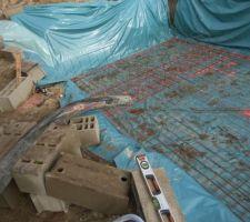 6.5m3 de béton autonivelant fibré avec pompe de 20m + 12metres de tuyaux au sol pour se vider direct dans la piscine