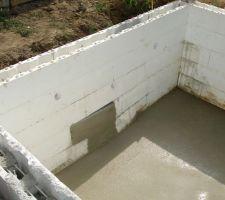 Le bloc qui a lâché, la solution retenue est de faire finalement un escalier sur toute la largeur.