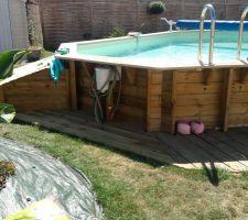 Finition de la terrasse sous le skimmer, c'est beaucoup plus propre