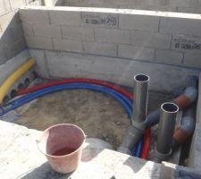 Le détail du local technique, emplacement futur du local technique, pompe, filtre à sable et traitement