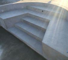 Escalier de la piscine, enduits effectués