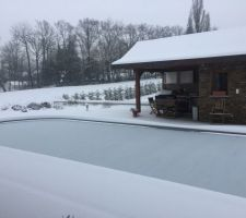 Piscine sous la neige 2