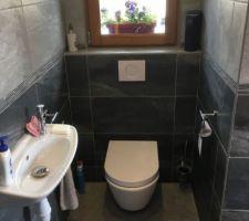 Coté WC, lavabo d'appoint