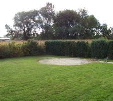 Vue du jardin après démontage de l'ancienne piscine