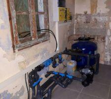 Pompe et système de filtration installés