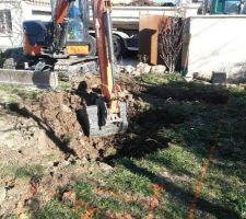 Début du terrassement après délimitation au sol de la partie à creuser