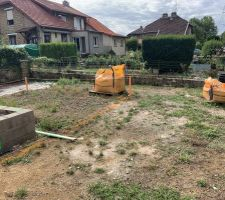 Implantation de la future piscine  pour le Terrasement