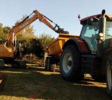 Le terrassement fut exécuté en septembre 2009, habitant a la campagne, l'accès aux engins ne fut pas compliqué tout comme l'évacuation des terres qui furent déversé dans un champ.