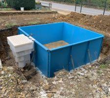 Voila! assemblage des panneaux fini. week-end prochain sera la mise en place du bloc de filtration posé sur une petite structure bien costaud pour garantir la solidité.