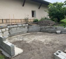 Début de la dalle et des fondations du mur