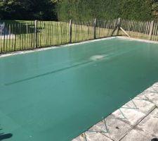 État actuel avant travaux (piscine avec sa bâche hivernale et ancienne terrasse).