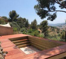Création de l escalier pour l accès à la piscine et création d un petit local de rangement