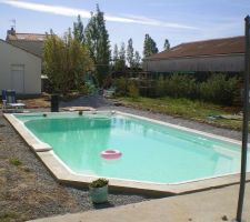 28 avril 2010- le coffrage autour de la piscine est terminé- la terrasse bois pas encore faite.