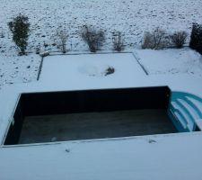 Piscine sous la neige...c'est beau !!!